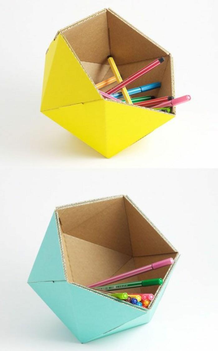 Contenitore di carta per le matite e i pennarelli dei bambini