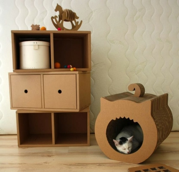 Oggetti design casa e un'idea per un mobile di cartone e casetta per il gatto