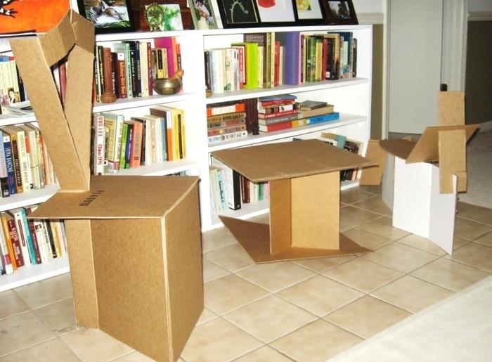 Costruire con il cartone mobili da soggiorno tipo tavolino e sedie