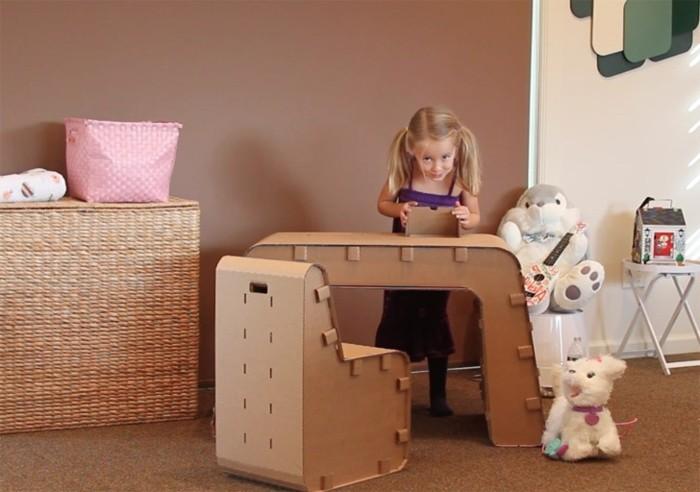 Mobili in cartone e un'idea per costruire un tavolo e sedia per la cameretta dei bambini