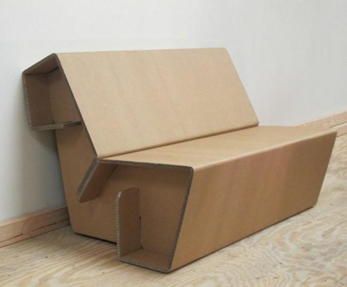 Mobili in cartone e un'idea per costruire un divano con sedile e schienale
