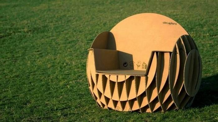 Mobili in cartone e un'idea per costruire una poltrona da esterno