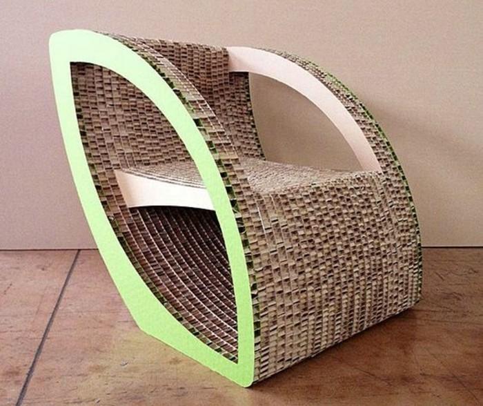 Idea cosa costruire con il cartone, una poltrona dal design particolare