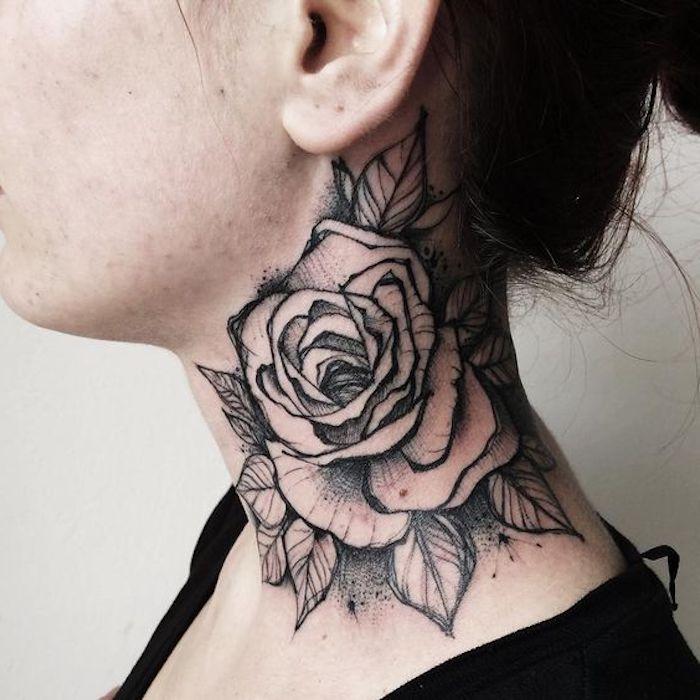 Disegni belli da fare come tatuaggio e una rosa grande con le foglie tatuata sul collo