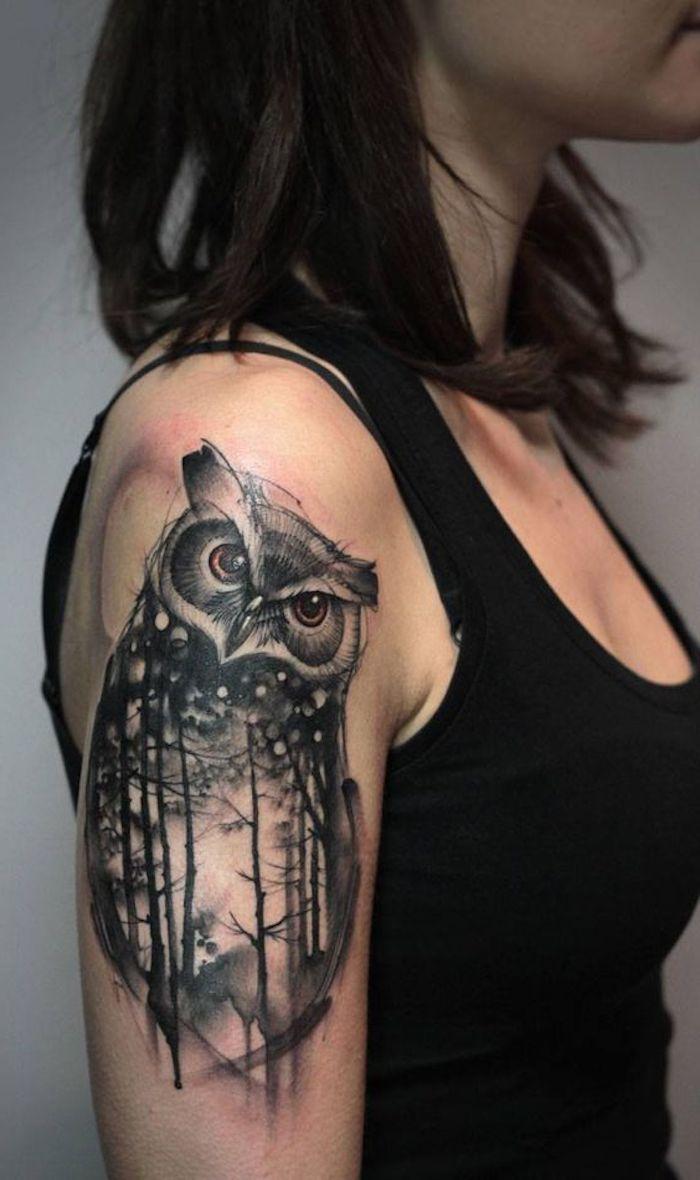 Disegni belli da fare come tatuaggio, il braccio di una donna con il tattoo di un gufo