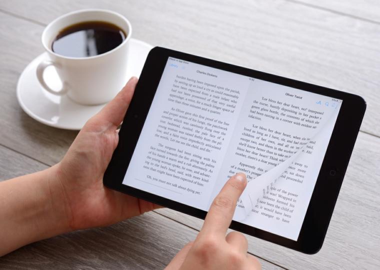 Regalo per il fidanzato con un ebook per chi ama leggere con una tazza di caffè