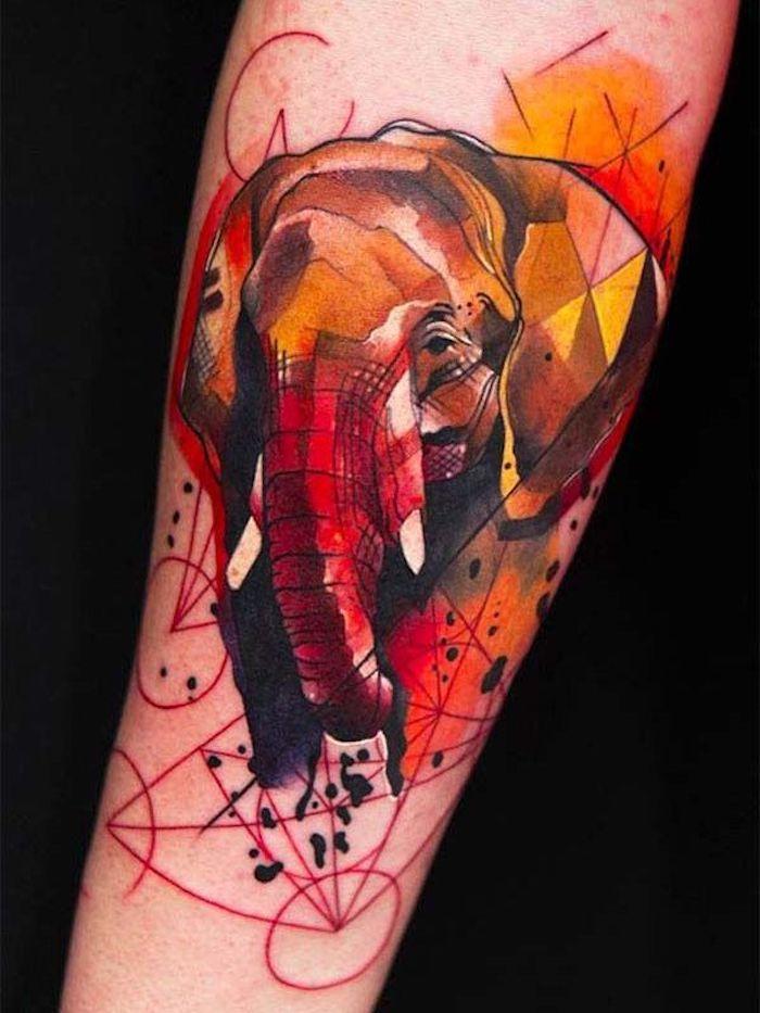 Idea per dei tatuaggi femminili sul braccio, il disegno colorato di un elefante