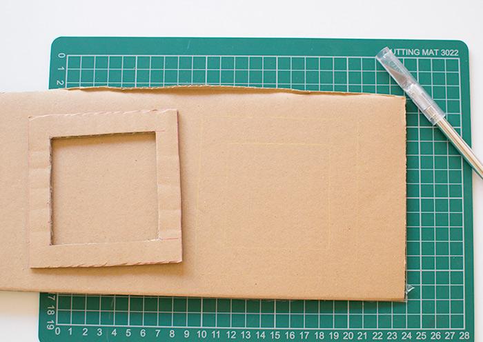 Un'idea per dei lavoretti creativi per bambini con cartoncini per creare dei portafoto
