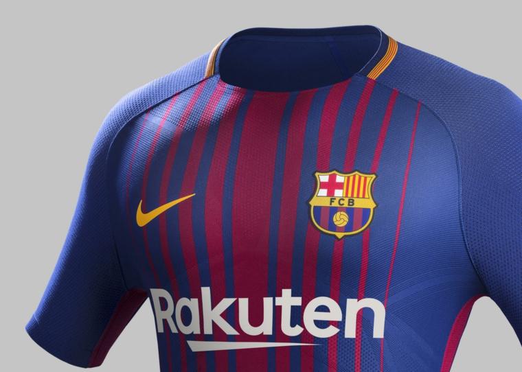 Regali per lui e una proposta con maglietta sportiva della squadra di calcio Barcellona