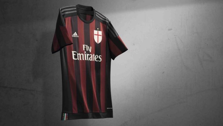 Idee regalo uomo e una proposta con una maglietta sportiva della squadra di calcio Milan