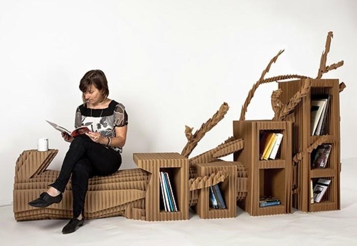 Costruire un mobile di cartone con spazio per i libri e una panchina per leggere