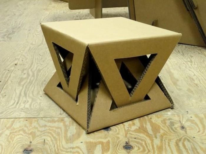 Oggetti design casa e un'idea per la costruzione di un tavolino di cartone