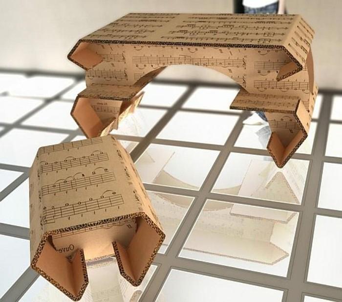 Arredamento fai da te con il cartone, tavolino e una sedia per il soggiorno