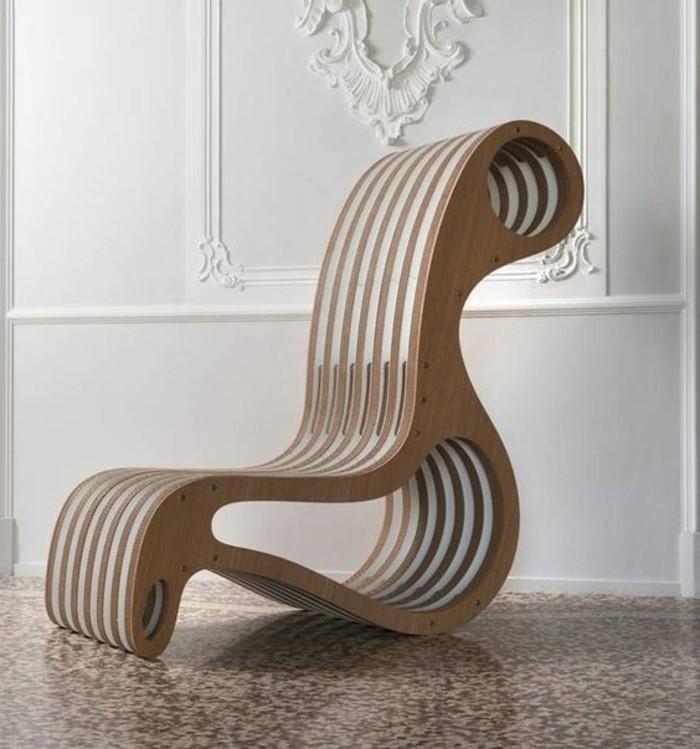 Idea per dei mobili di design con cartone, sedia dalla forma particolare