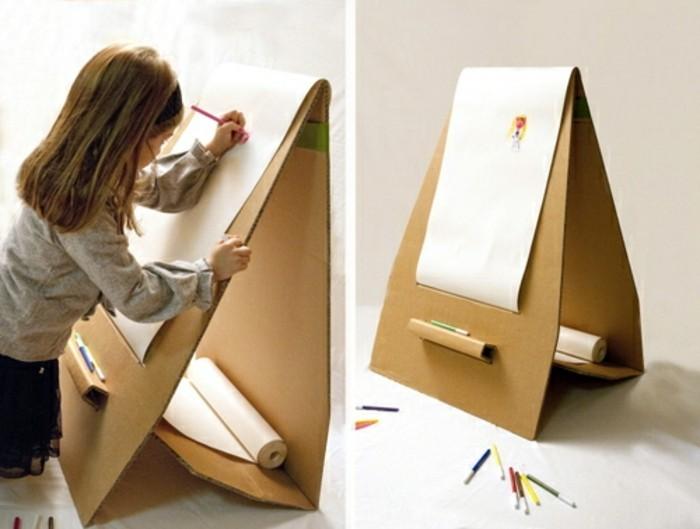Cosa costruire con il cartone, un'idea per mobile da disegno di una bambina