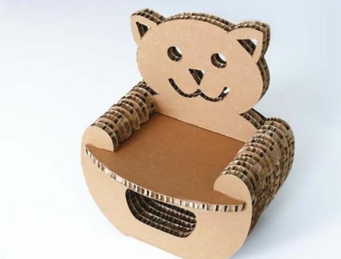 Costruire con il cartone una sedia a forma di orsetto per la cameretta dei bambini