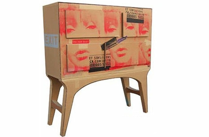 Mobili fai da te e un'idea per la costruzione di un comodino dalle scatole di cartone