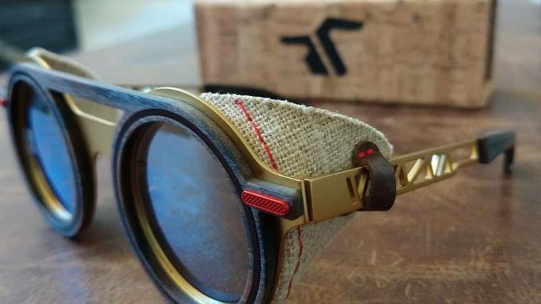Cosa regalare ad un uomo, occhiali da vista con elementi di metallo e stoffa