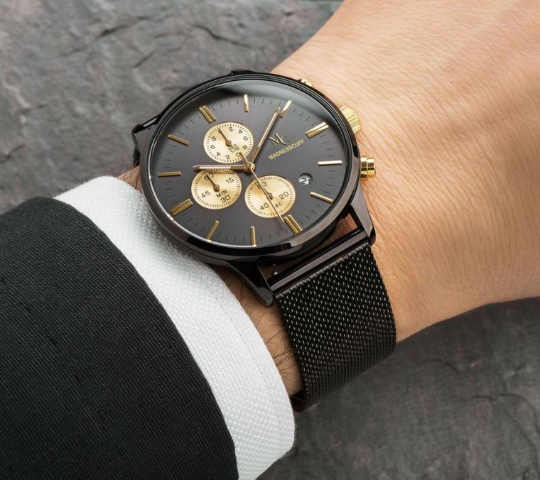 Regalo anniversario per lui e un'idea con orologio da polso con cinturino nero di stoffa