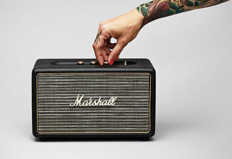 Idee regalo uomo e una proposta con una radio vintage