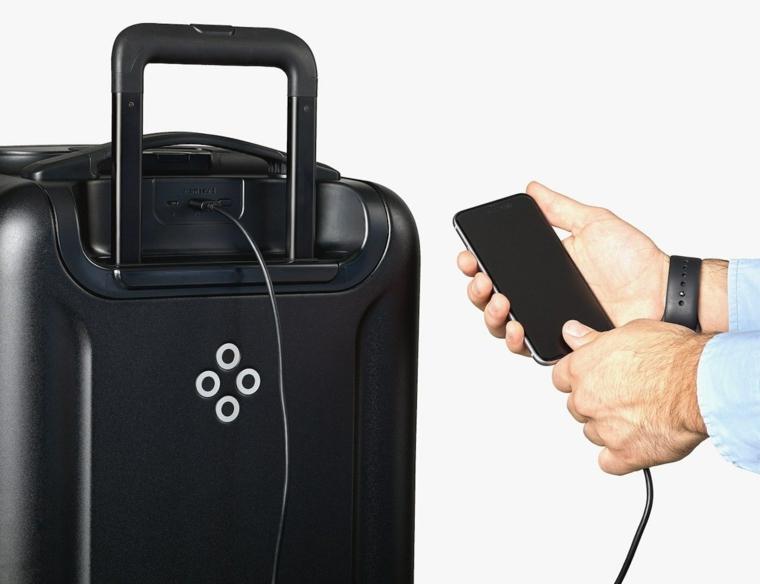 Idee regalo uomo compleanno e una valigia di colore nero con smart tecnologia