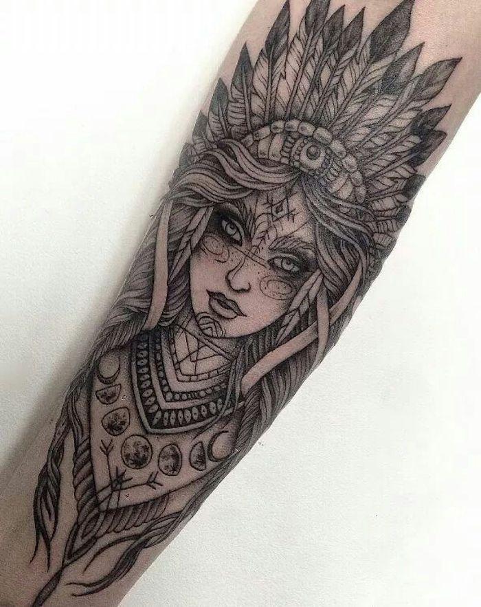 Idea per tattoo simboli e un grande tatuaggio sull'avambraccio