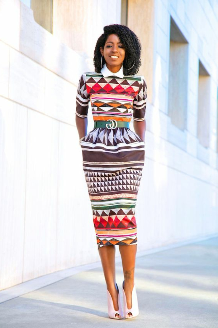 Vestiti africani per donne, abito tubino colorato con cintura, ragazza con capelli ricci