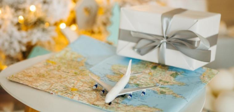 Idee regalo uomo 50 anni con una proposta di viaggio in aereo