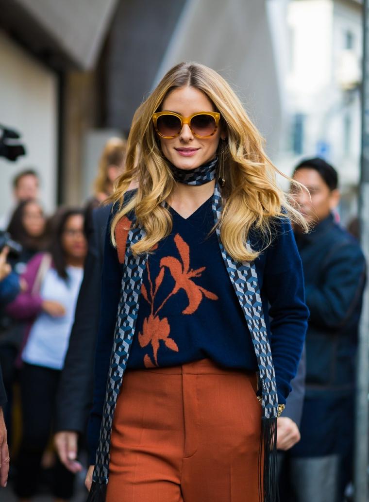 Acconciature capelli mossi, Olivia Palermo con abbigliamento street style, capelli lunghi e biondi