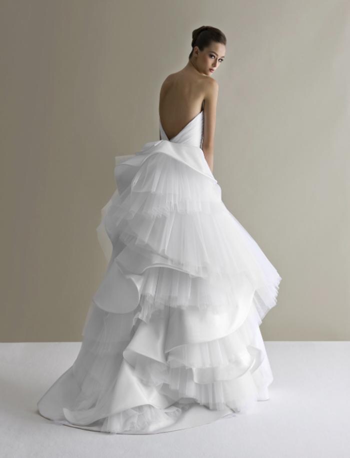 Vestito donna matrimonio, abito da sposa con schiena scoperta, gonna con tulle asimmetrico