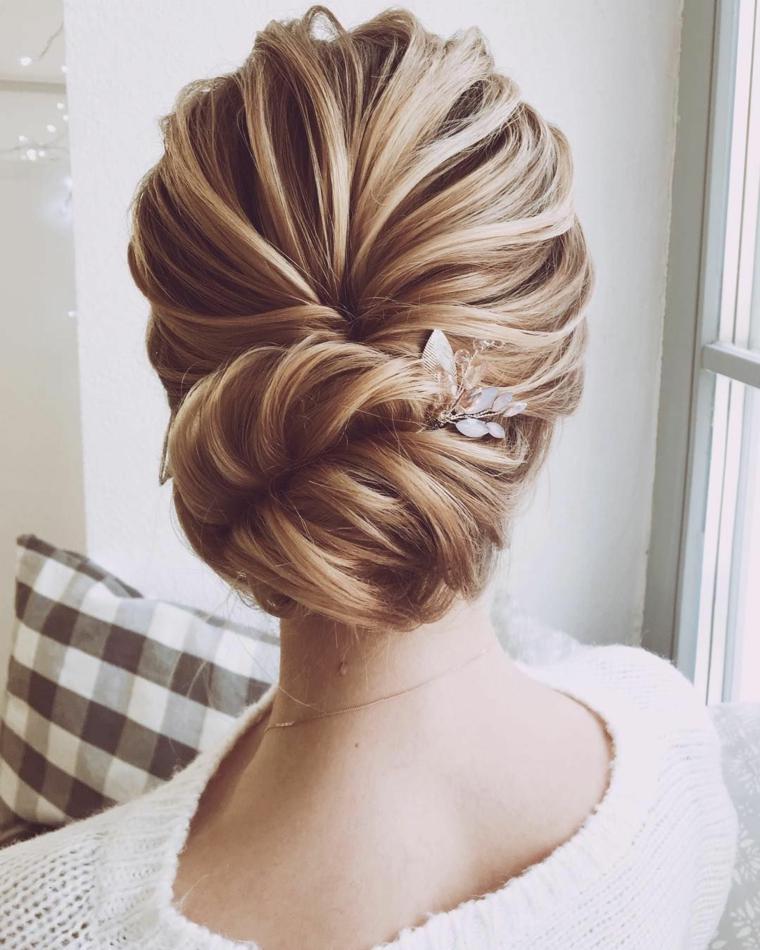 Acconciature sposa capelli lunghi, capelli biondi legati, acconciatura con chignon
