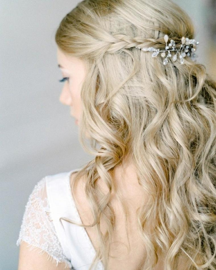Pettinature per cerimonie, capelli lunghi biondi, capelli con ricci