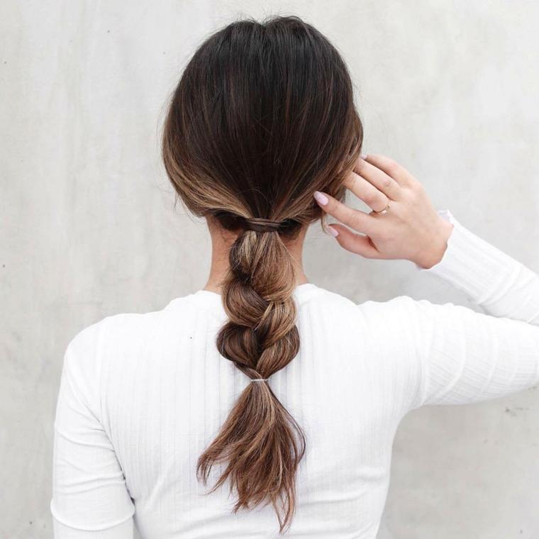 Acconciatura con treccia, come legare i capelli, colore capelli balayage