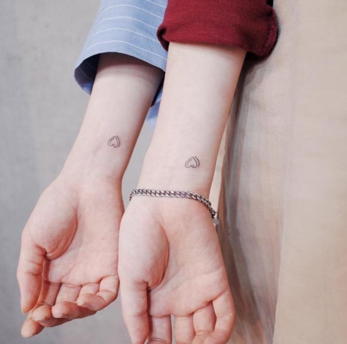 Tattoo di coppia, disegno tatuaggio cuore, tatuaggi sul polso