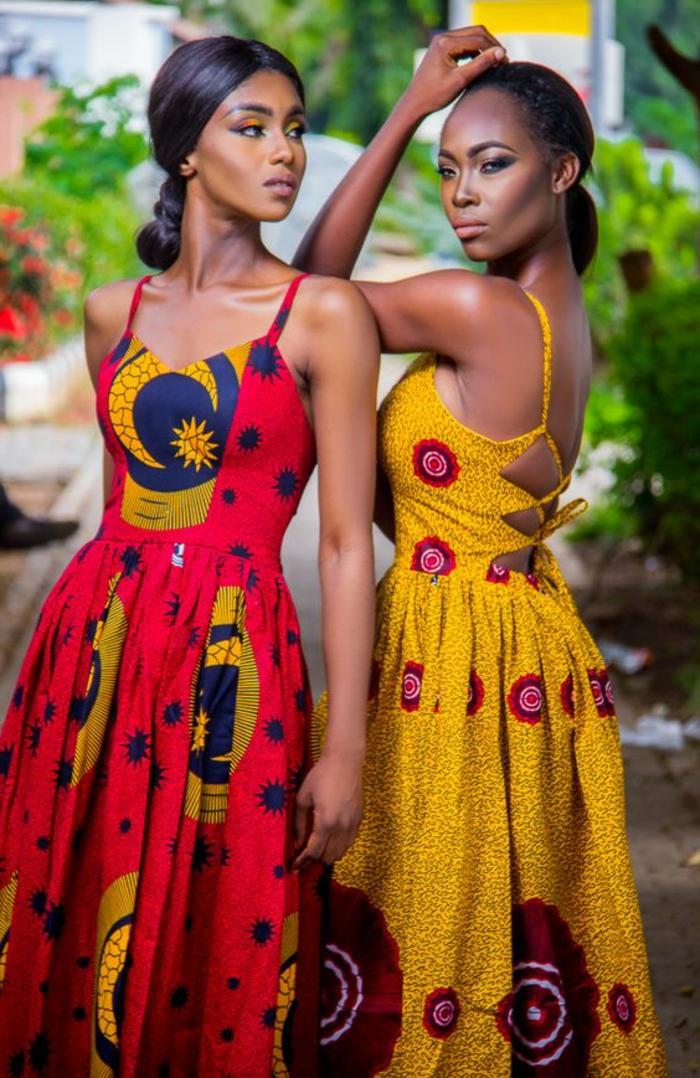 Abiti africani estivi, due vestiti con schiena scoperta, ragazze modelle con acconciature capelli legati