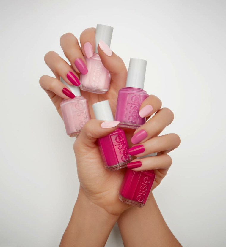 Bottiglietta smalto Essie, mani donna, unghie colorate di rosa, smalto rosa cipria