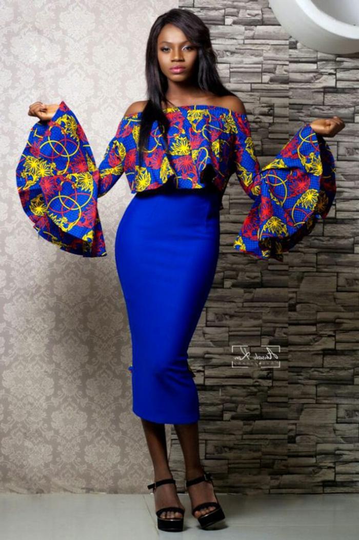 Abiti africani di stile moderno, gonna tubino di colore blu, top con manica peplum