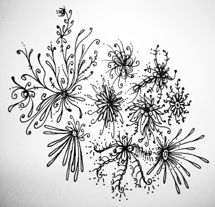 Fiori disegnati a matita, disegno con motivi floreali