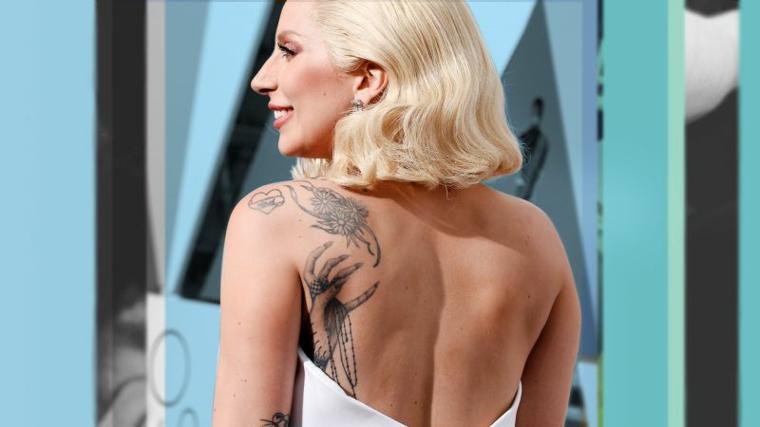 La cantante Lady Gaga con tatuaggi, tatuaggi piccoli scritte, piccolo cuore con scritta