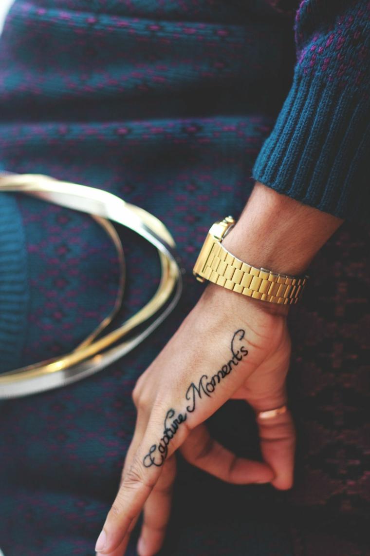 Capture moments tatuaggio, tatuaggio sulla mano, tatuaggi significativi profondi