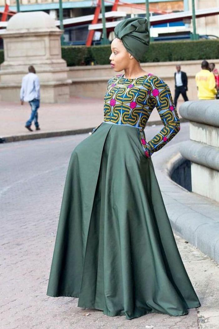 Stoffe africane invernali, gonna larga plissettata, maglia manica lunga con motivi, sciarpa arrotolata in testa