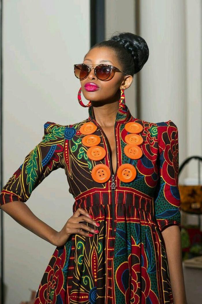 Moda femminile con stampe floreali, acconciatura con treccia e chignon, ragazza con occhiali da sole