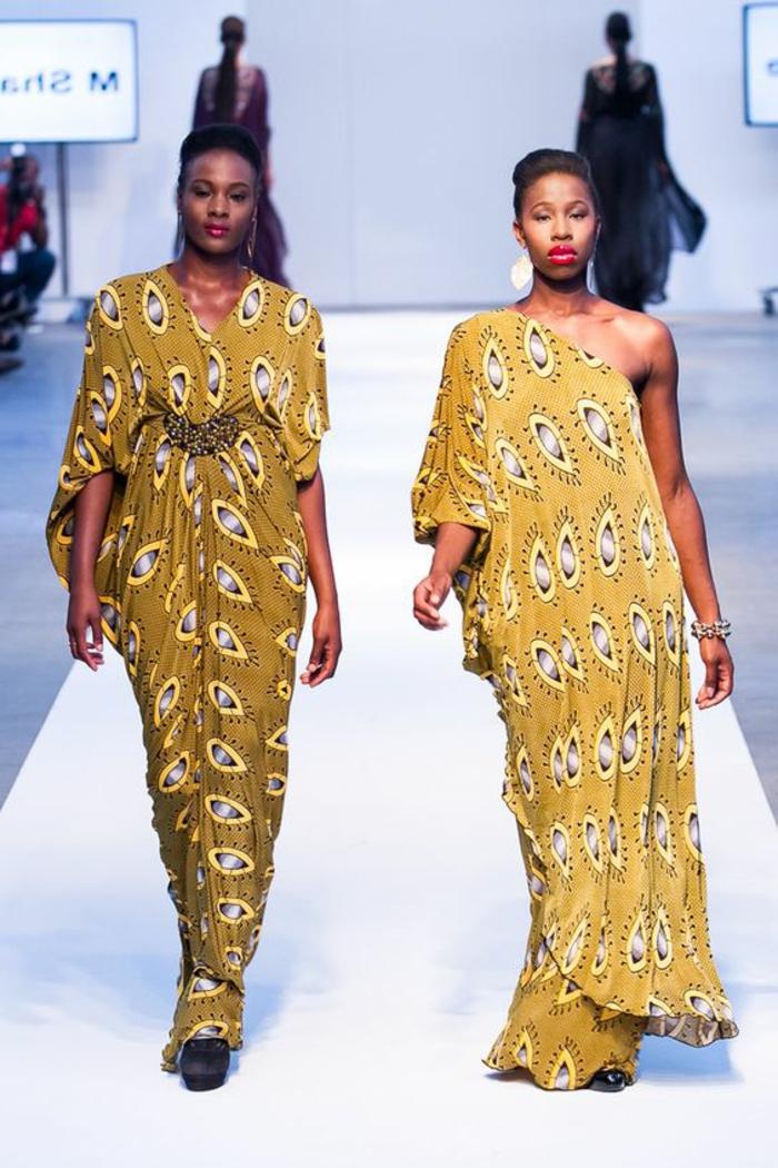 Tessuti africani di colore giallo, passerella con due modelle, abiti lunghi estivi