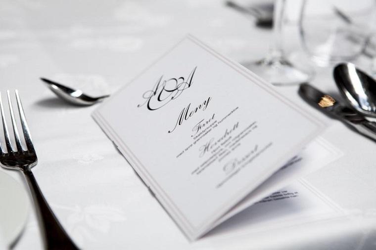 Tendenze matrimonio 2019, il menu della festa, tavolo apparecchiato con tovaglia bianca
