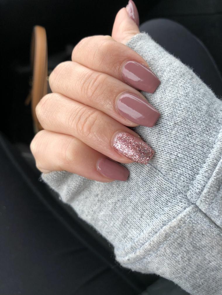 Unghie decorate, smalto glitter rosa, unghie squadrate lunghe