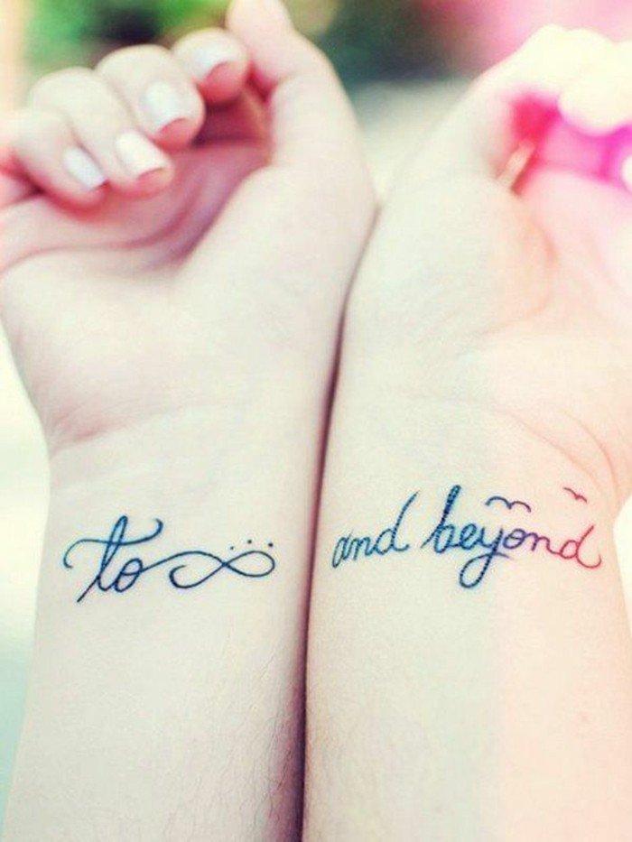 Tatuaggio di coppia per amiche, tatuaggio con frase, disegno simbolo dell'infinito