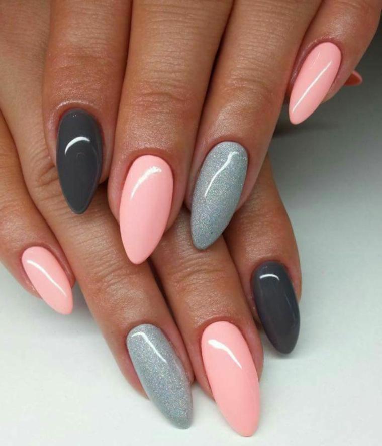 Nail art rosa cipria, unghie a mandorla, smalto rosa lucido