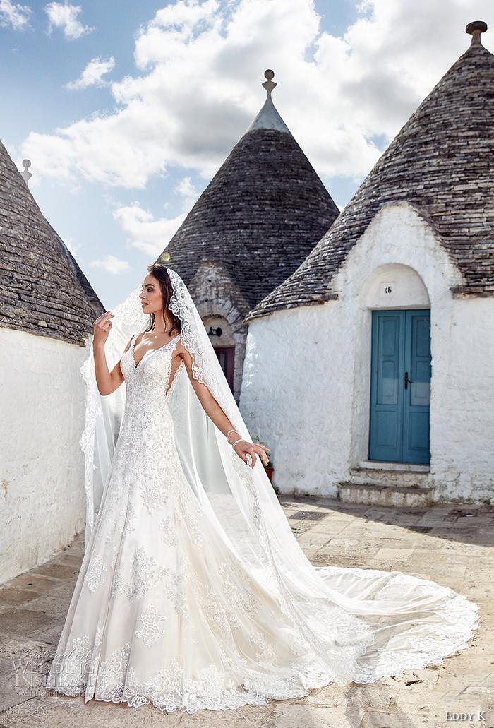 Abito da sposa colore bianco, ragazza con vestito da sposa