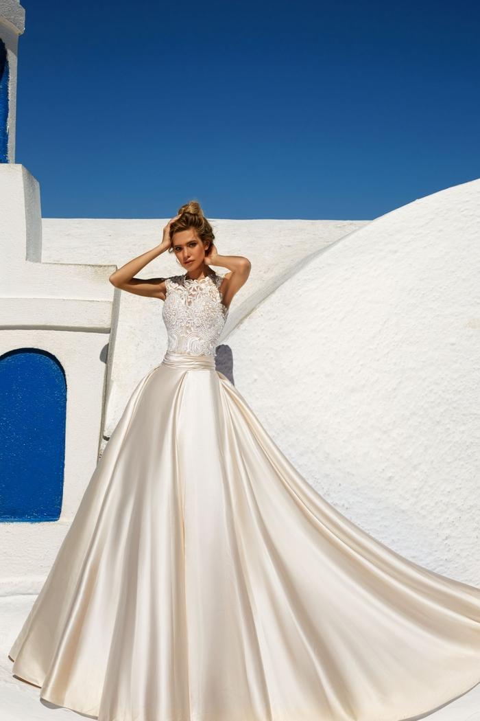 Abito da sposa principessa, ragazza con capelli biondi, vestito bianco di seta