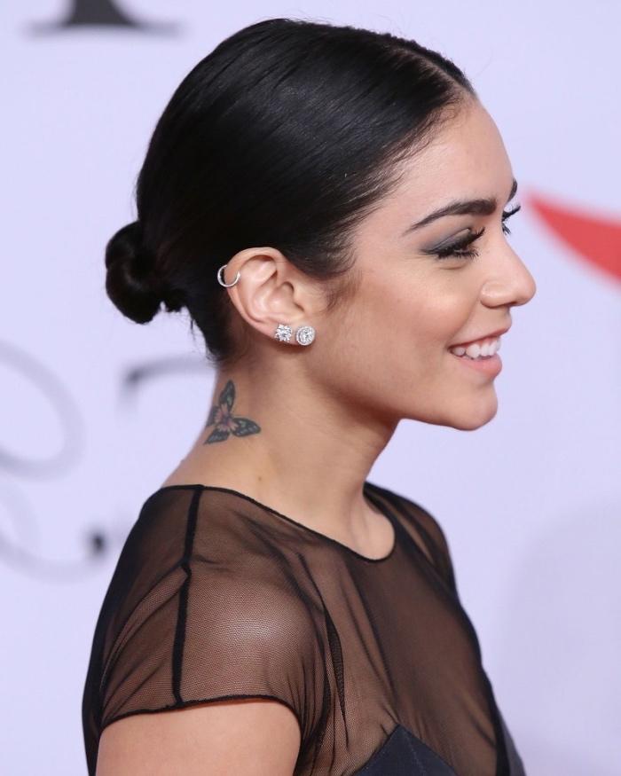 Vanessa Hudgenns con tattoo, tatuaggio farfalla, tatuaggio sul collo